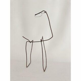 Horse, metal wire, 34 x 22 x10 cm #horse #recylcledmaterials #recyclart #foundmaterials #foundmaterialsculpture #paard #horseinart